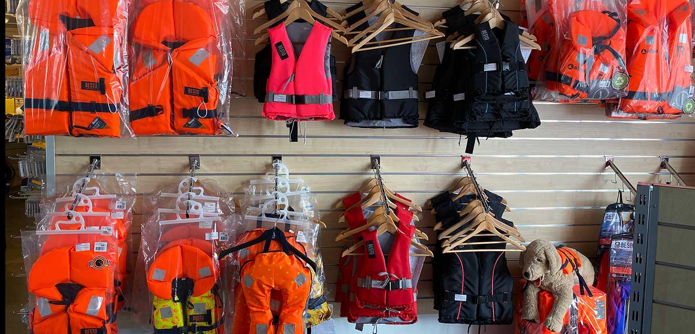 reddingvesten-en-zwemvesten-bij-allround-watersport